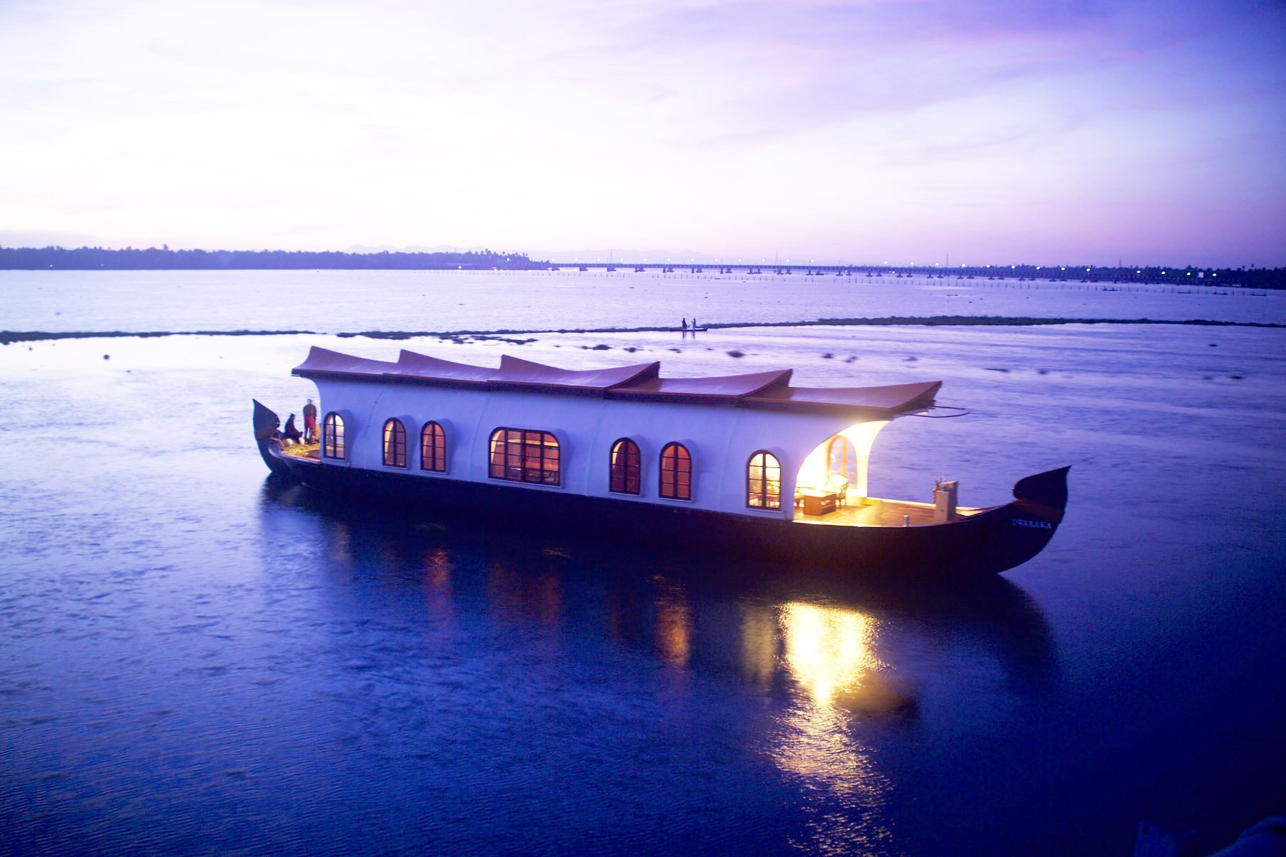 Alleppey Known As The Venice Of East Offers You A Beautiful Escape Into Exotic Lagoons Kerala