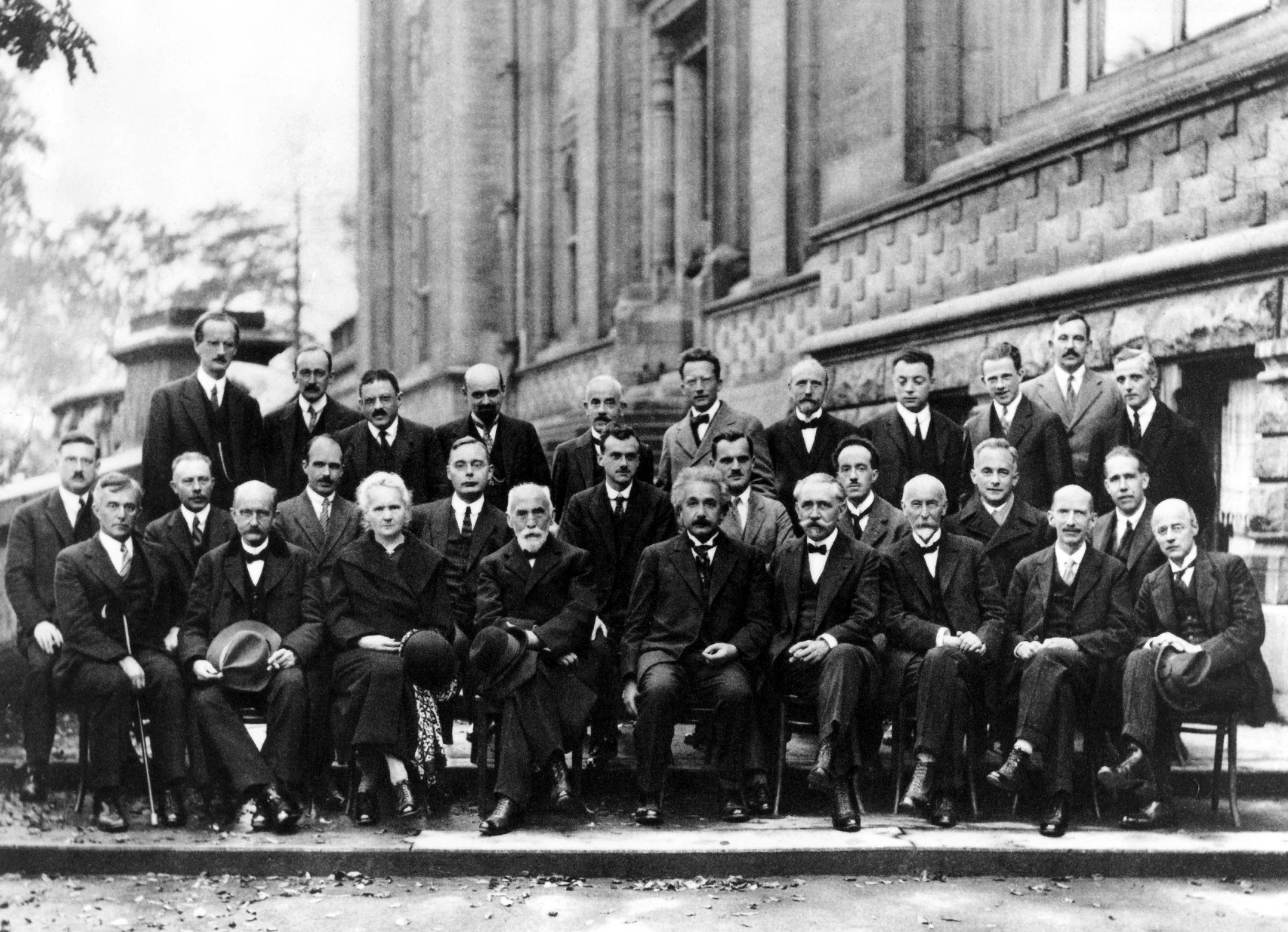 Scientists born throughout 1900-1915 give me three?