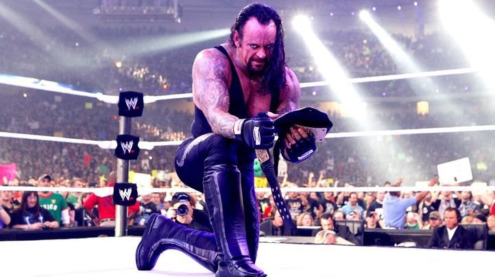 25 Most WTF Moments From The Undertaker's 25 Years In The WWE