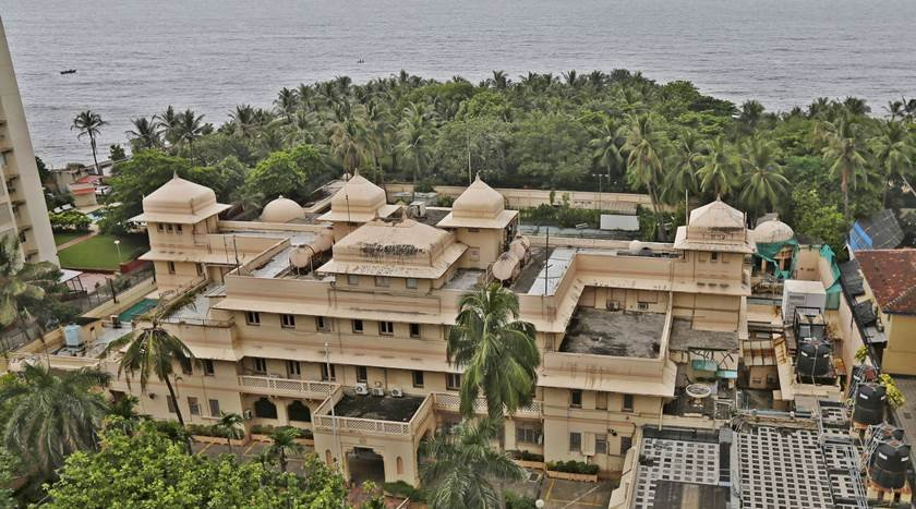 This indian billionaire bought a house in mumbai for 120 for Billionaire homes in usa