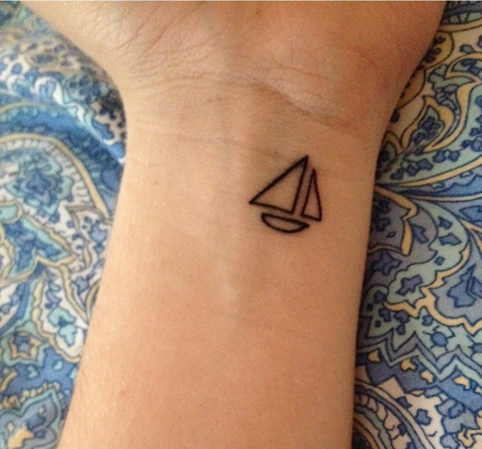 70 Beautiful Minimalist Tattoos That Are Tiny, but Inspirational