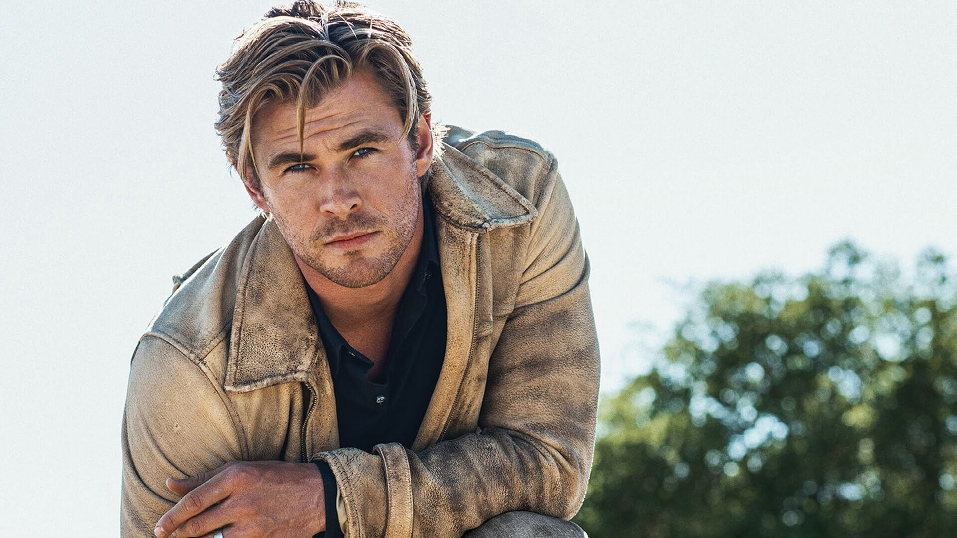 15 Stunning Photos Of Chris Hemsworth That Show Thor Is A ...