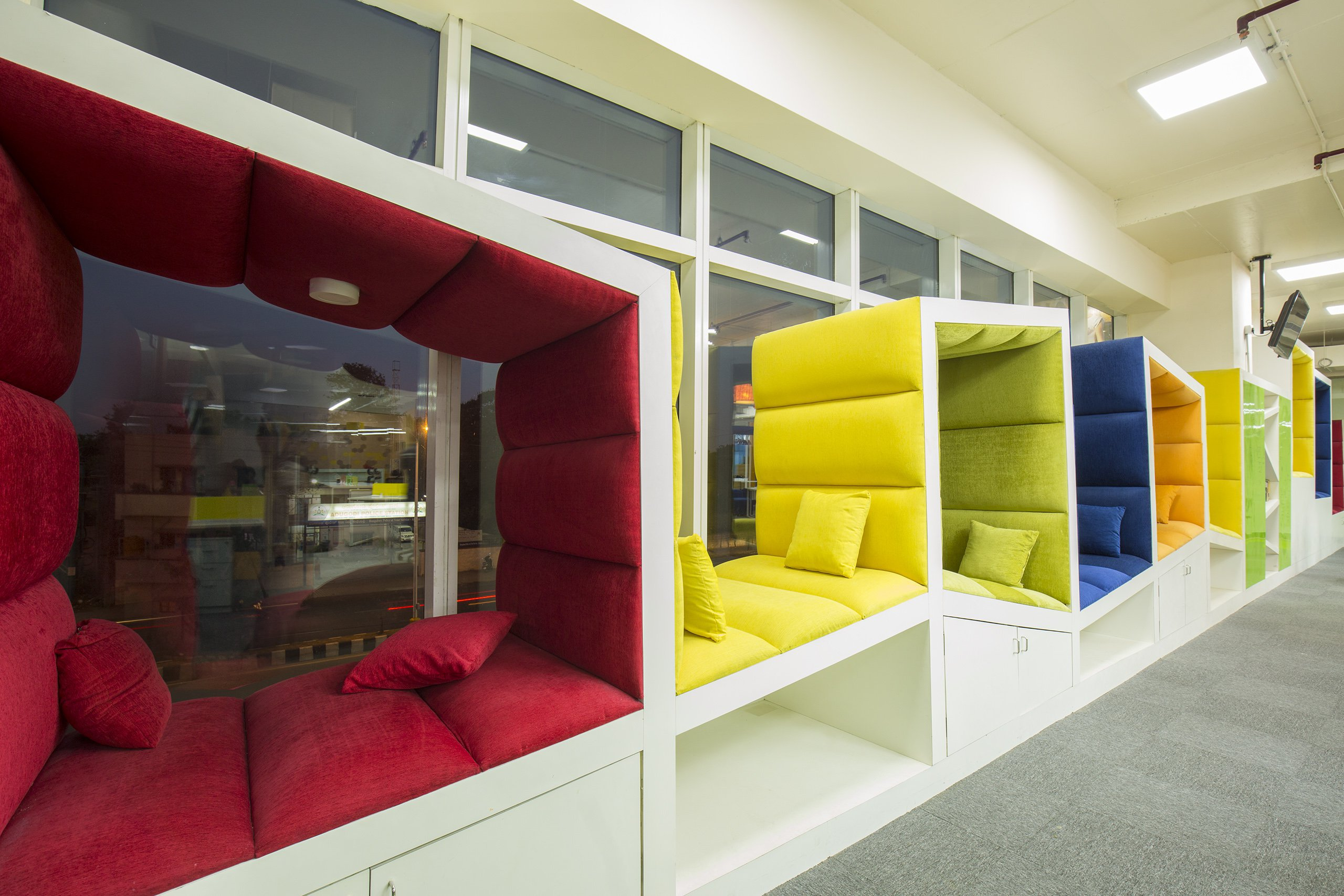 15 offices with uber cool chill out zones that ll make you for Design your office online