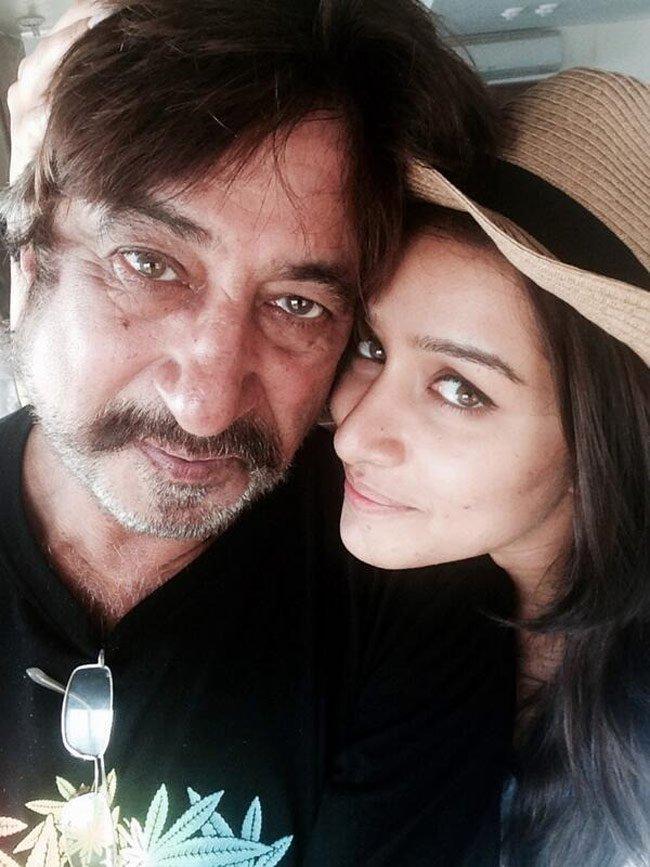 Shakti Kapoor Drags Daughter Shraddha Out Of Farhan Akhtar's Apartment!