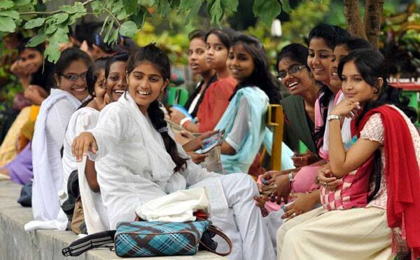 Uniform Reforms In Patna Women S College Students Asked To Wear Kurtas Of Specific Length Colour