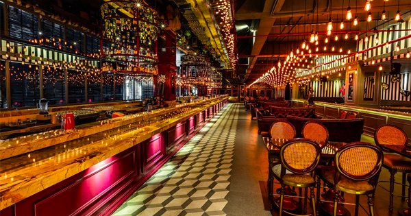 Asia\'s Longest Bar Is Now Open In Mumbai & Their Domino Of Over 500 ...