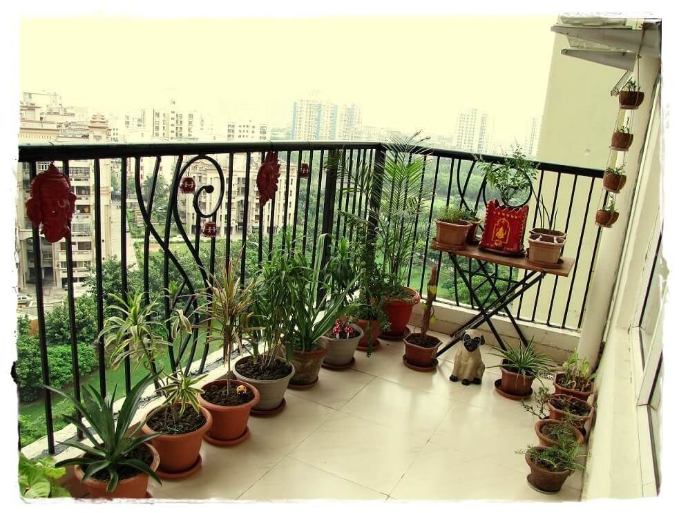 10 gorgeous ideas to decorate your tiny balcony on a budget for How to decorate terrace with plants