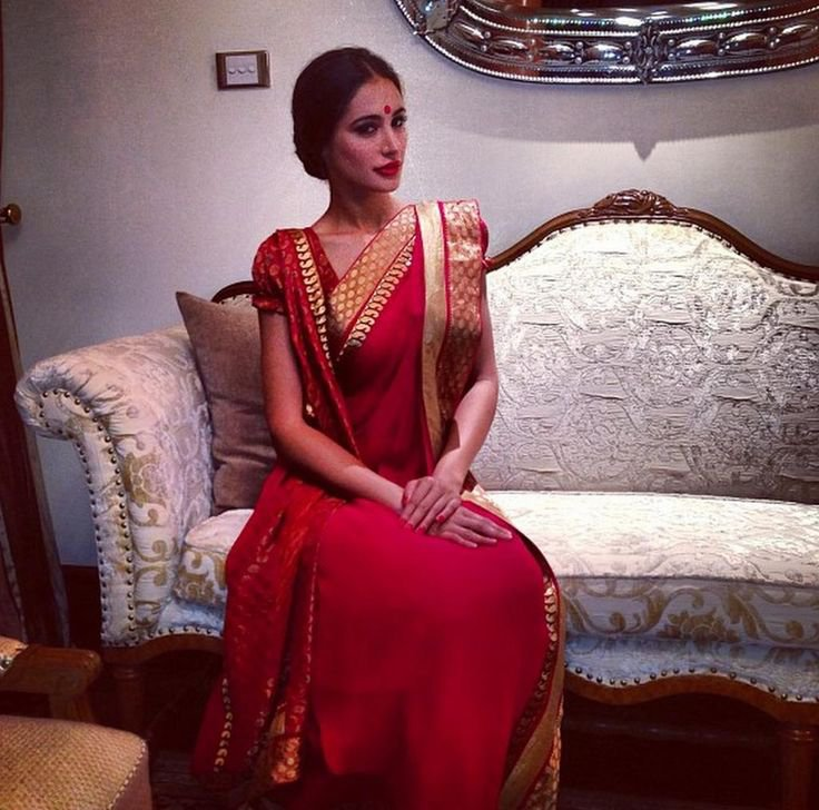 10 Offbeat Saree Draping Styles Which Will Make You A Star