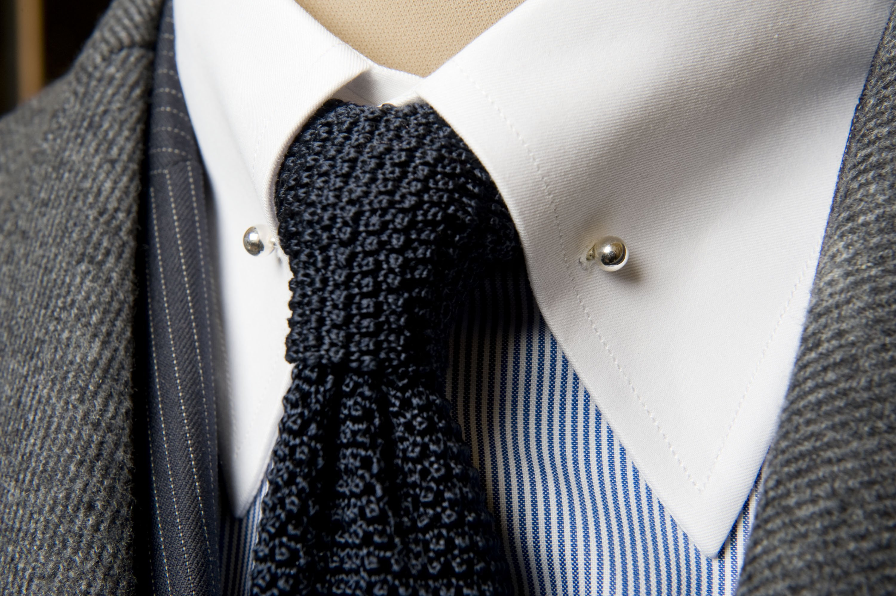 The next time you wear a tie follow these dos donts to make sure but in case it doesnt then try folding it into the collar also choose a different tie next time or a shirt with wide spread collars ccuart Image collections