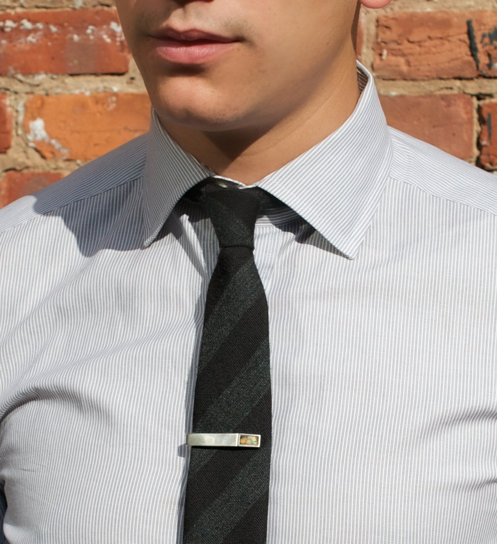 How to collar tie wear pin