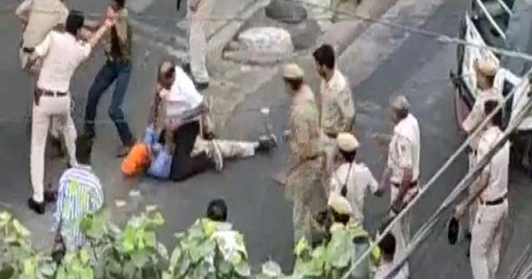 Three Cops Suspended After Video Of Delhi Police Thrashing An Auto Driver & His Son Goes Viral