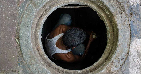 Manual Scavenging: The Silent 'Epidemic' That Has Taken Several Lives In A Not-So-Swachch Bharat