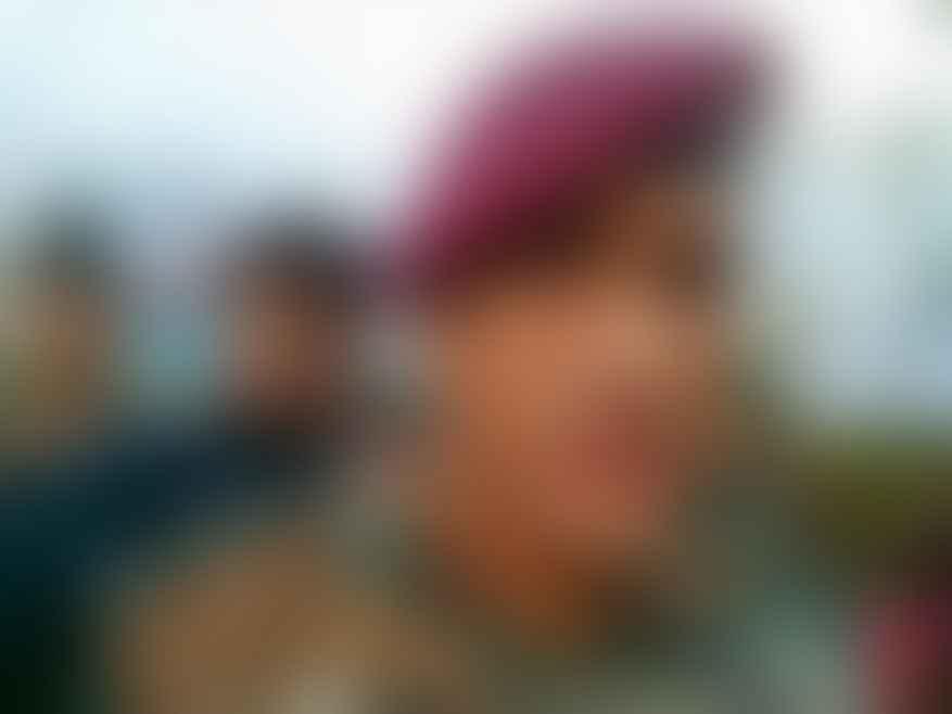 Dhoni in army uniform in Srinagar