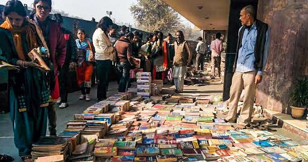 Bookworms Rejoice, Daryaganj's Famous Sunday Book Market Is Back At A New Venue