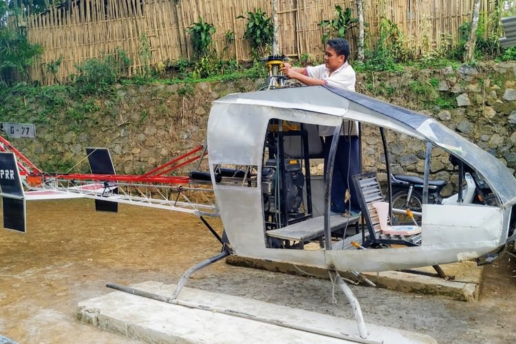 Výsledok vyhľadávania obrázkov pre dopyt An Indonesian Man Is Building a Helicopter From Scratch so He Doesn't Have to Deal With Traffic""