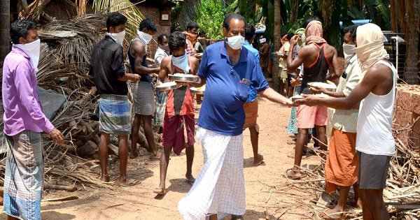 Retired Telephone Operator In Kerala Is Taking Care Of 131 Migrant Workers At His Own Expense