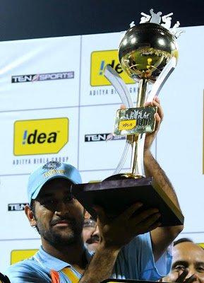 Dhoni lifts trophy