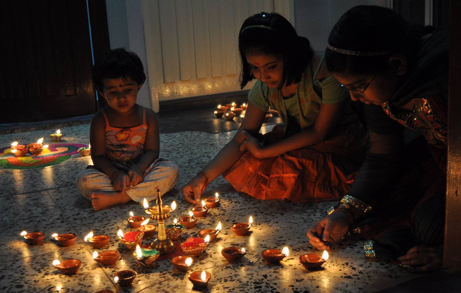 deepavali festival essay in tamil Diwali is a five day festival in many regions of india, with diwali night centering on the new moon - the darkest night - at the end of the hindu lunar month of ashvin and the start of the month of kartika.
