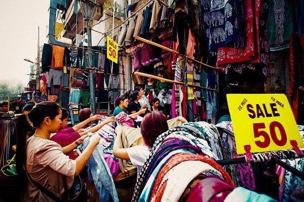 Street Shopping- Sarojini Nagar, Delhi